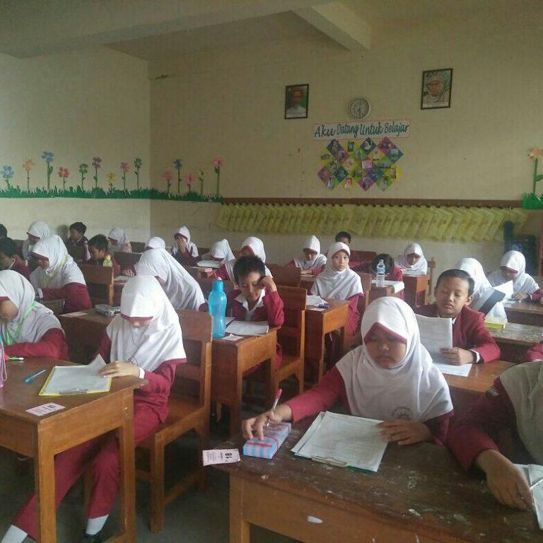 Suasana Ujian Akhir Semester 1 TP. 2017/2108